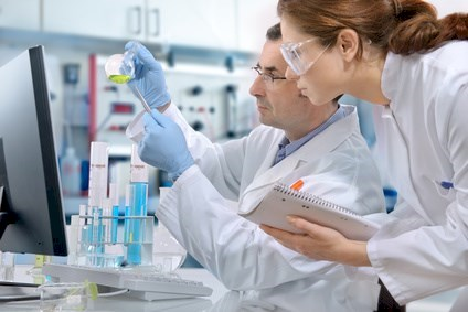 scientists working at the laboratory © Alexander Raths - Fotolia.com