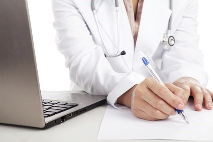 Writing a medical report © Creativa - Fotolia.com