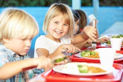 Elementary Pupils Enjoying Healthy Lunch In Cafeteria© Monkey Business - Fotolia.com