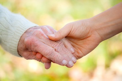 Senior and young holding hands© Melpomene - Fotolia.com