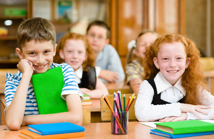Portrait of happy school children© Ermolaev Alexandr - Fotolia.com