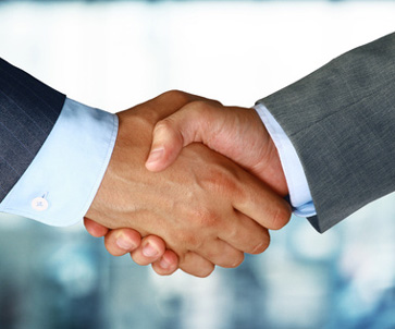 Closeup of a business hand shake between two colleagues © ty -Fotolia.com