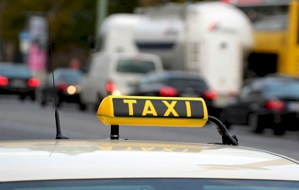 Taxi and traffic © Hayati Kayhan - Fotolia.com