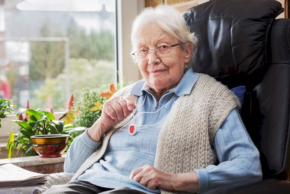 Elderly person with emergency button © Ingo Bartussek - Fotolia.com